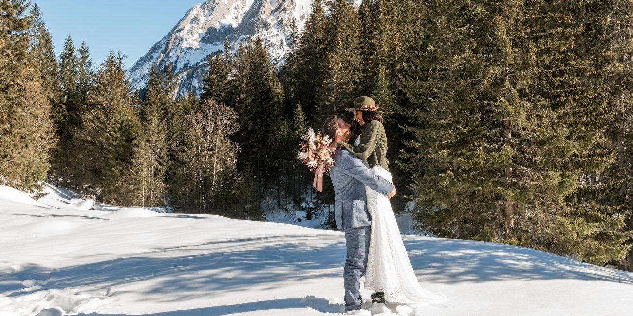 Brautpaar Hochzeit Chalet Hotel Schwarzwaldalp Schweiz Hochzeit